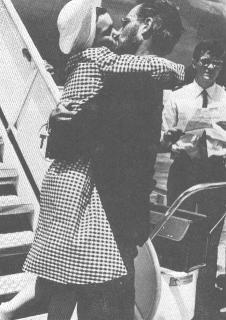 LYDIA ARRIVES IN ITALY AND GIVES CHUCK A BIG KISS('64)